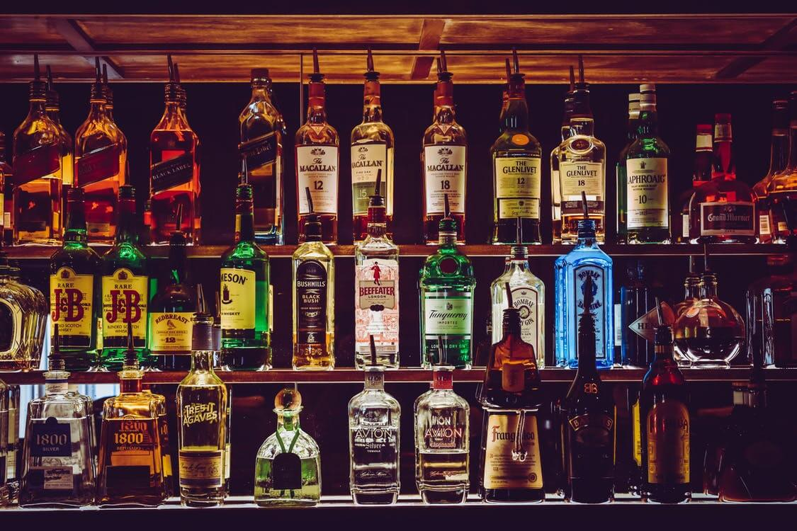 Social media guide for restaurants and bars - bar shelves